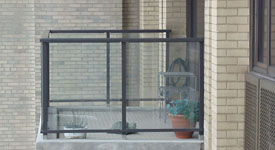 Cleaning of balcony glass